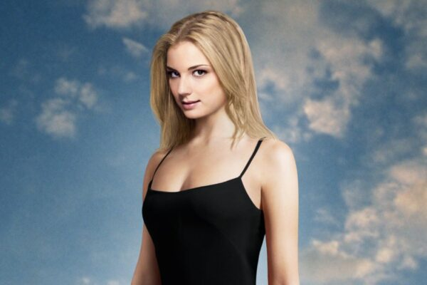 Emily VanCamp nel poster della prima stagione di Revenge. Credits Rai 4