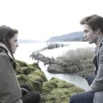 Kristen Stewart e Robert Pattinson sono Bella Swan ed Edward Cullen in Twilight credits Eagle Pictures e Mediaset