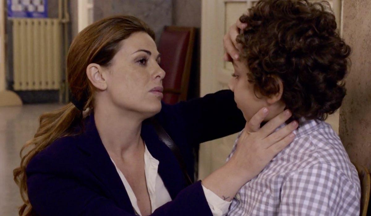 Non dirlo al mio capo Lisa Marcelli interpretata da Vanessa Incontrada con suo figlio nel primo episodio della stagione 1 Credits RAI