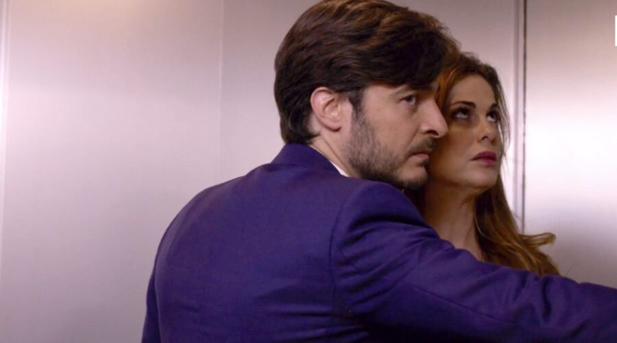 Non dirlo al mio capo Lisa Marcelli interpretata da Vanessa Incontrada e Enrico Vinci interpretato da Lino Guanciale nel primo episodio della stagione 1 Credits RAI