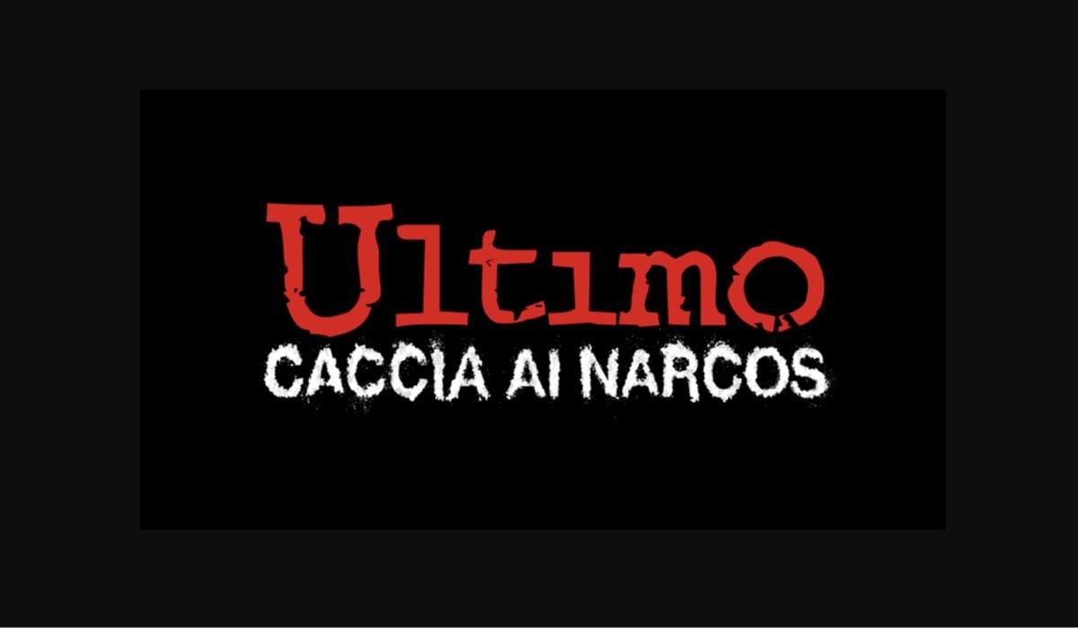 Ultimo - Caccia ai Narcos logo su sfondo nero Credits Mediaset