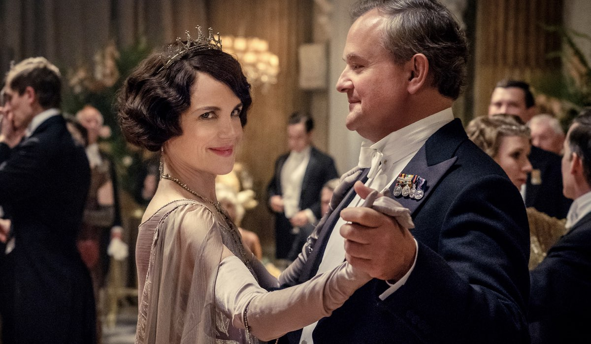 Downton Abbey film con Elizabeth McGovern e Hugh Bonneville che interpretano Lady Cora Crawley e Lord Robert Crawley Credits SKY