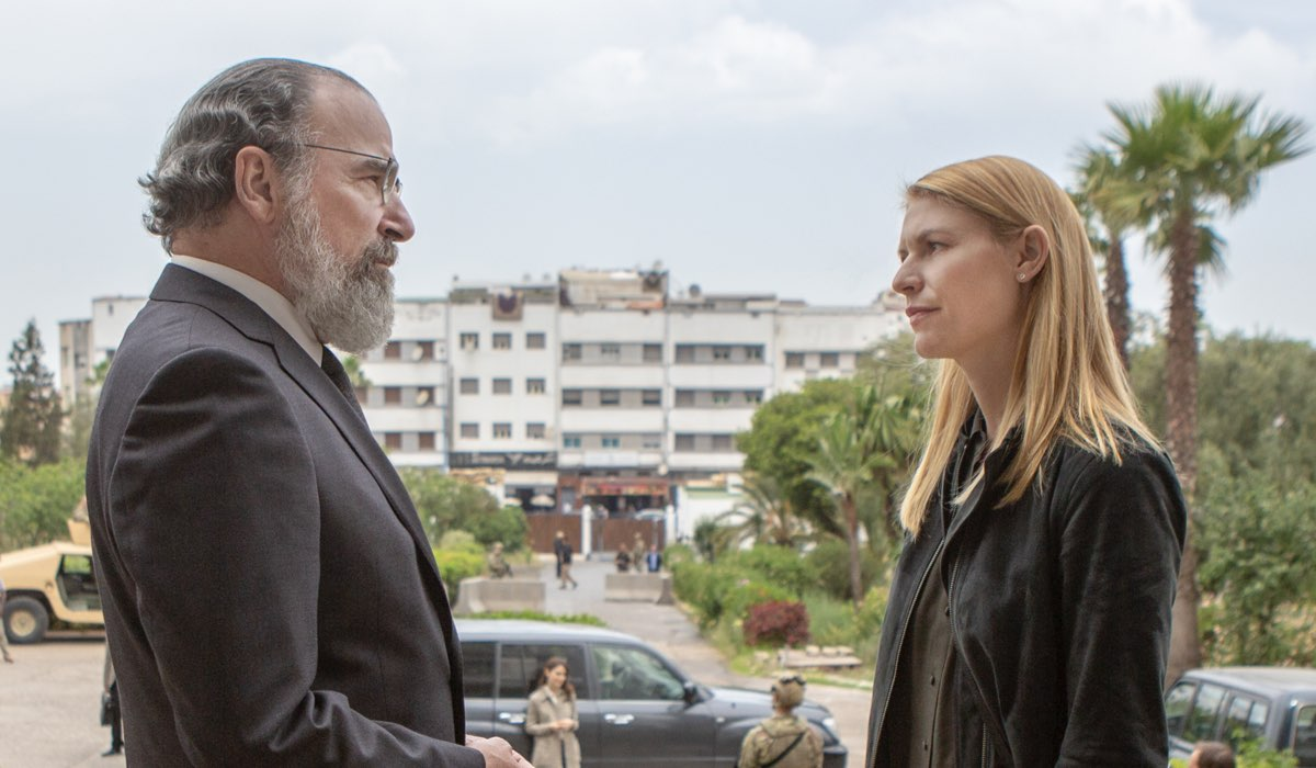 Homeland 8 Mandy Patinkin interpreta Saul Berenson e Claire Danes interpreta Carrie Mathison Credits FOX