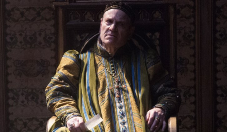 Papa Giovanni XXI (Tchéky Karyo) Il nome della rosa Credits RAI