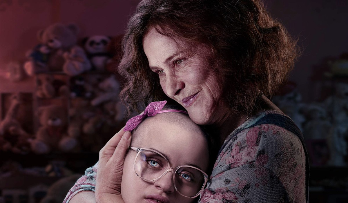 Joey King e Patricia Arquette nel poster di The Act. Credits Starzplay Hulu