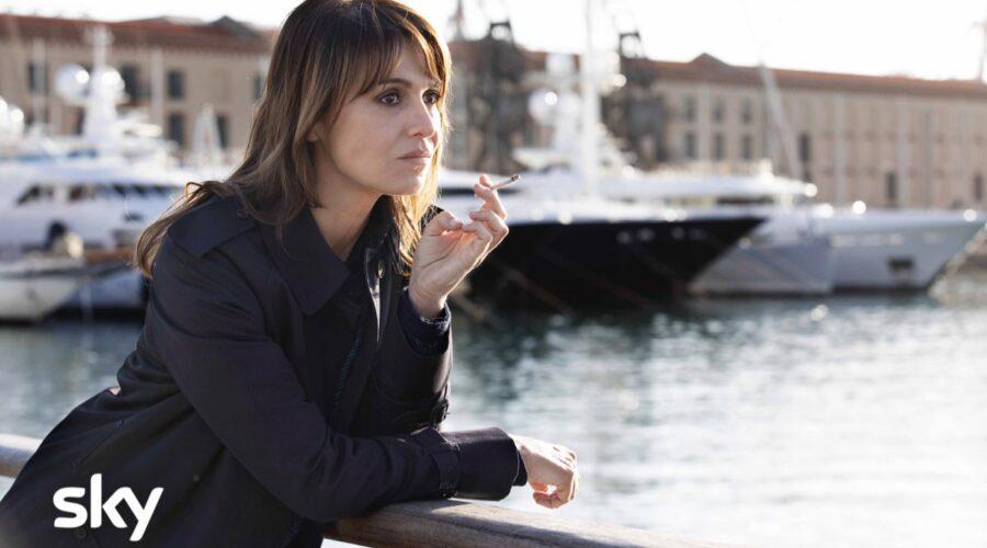 Paola Cortellesi nella serie tv Sky Petra interpreta la protagonista Petra Delicado Credits Luisa Carcavale e SKY