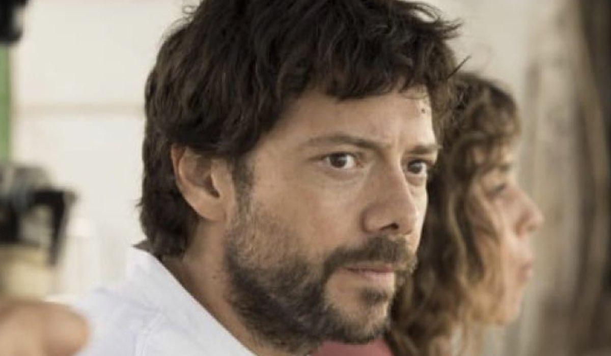 Il molo rosso serie tv con Alvaro Morte nei panni di Oscar Credits Movistar+ e RAI