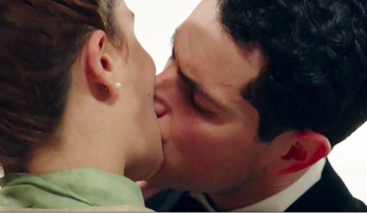 Come finisce Il paradiso delle signore ultima puntata 180 Gabriella e Salvatore si baciano Credits RAI