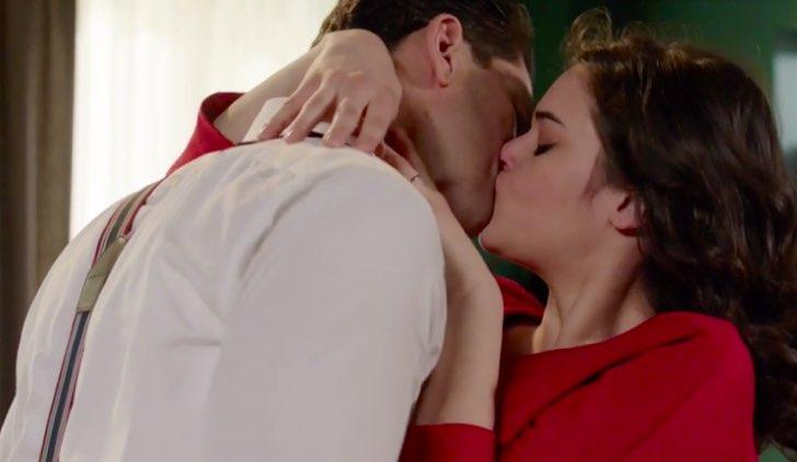 Il paradiso delle signore Tina e Sandro bacio Credits RAI