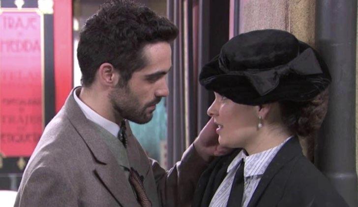 Inigo e Leonor in Una vita Soap Opera Credits Mediaset