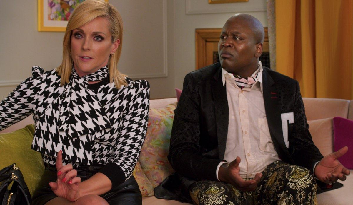 Jane Krakowski e Tituss Burgess in Kimmy vs il Reverendo. Credits Netflix