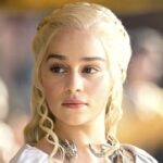 emilia clarke è daenerys ne Il trono di spade credits hbo