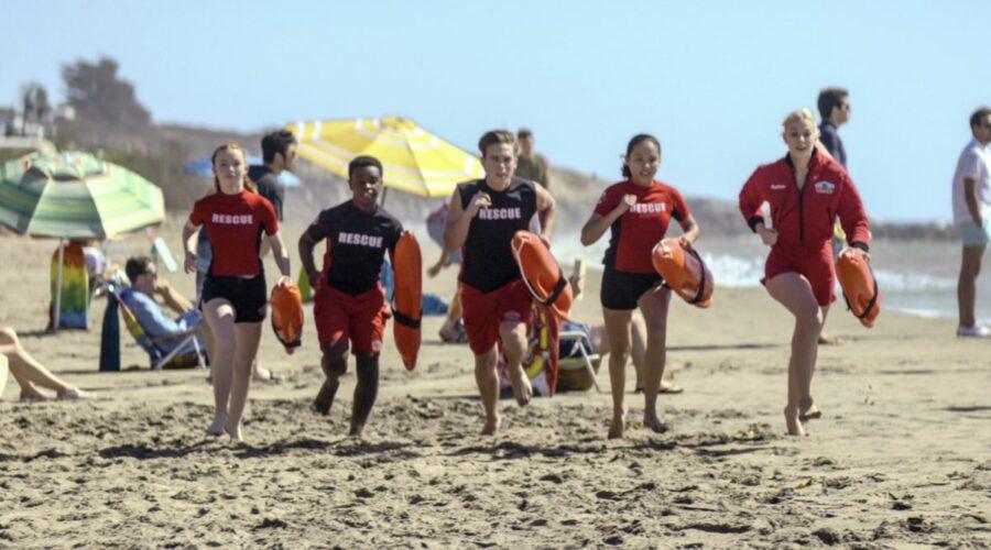 Malibu Rescue: da sinistra Abby Donnelly, Alkoya Brunson, Ricardo Hurtado, Breanna Yde e Jackie R. Jacobson. Photo Credits Courtesy of Netflix