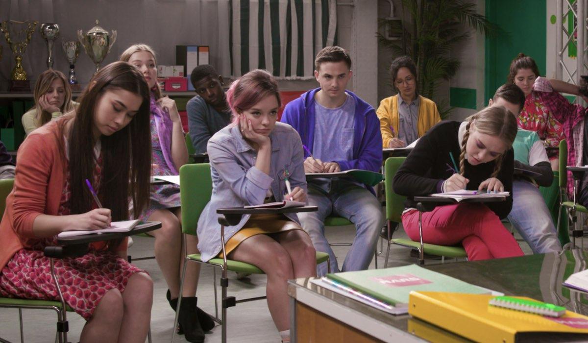 Penny On Mars 2 stagione, qui una scena in classe Credits Disney Channel
