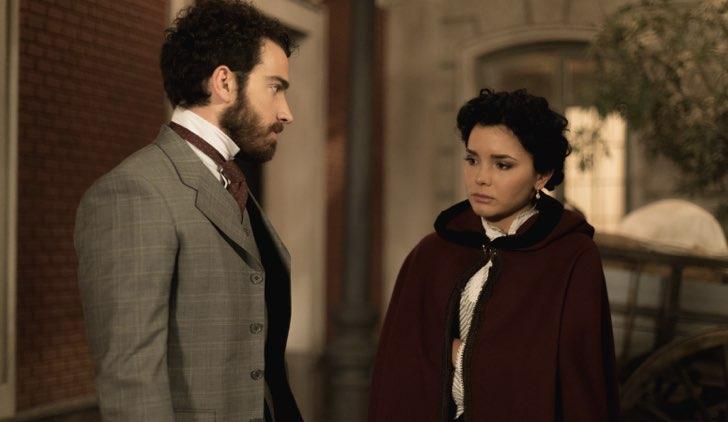 Blanca e Diego in Una Vita soap opera Credits Mediaset