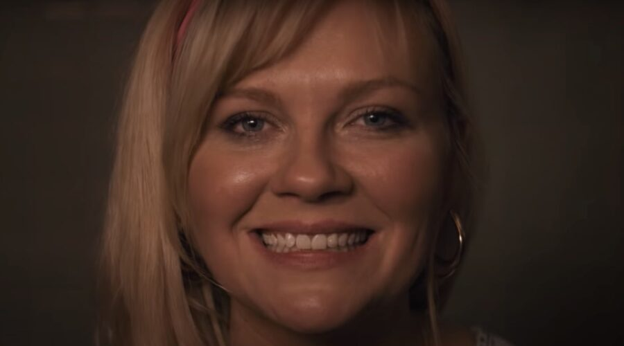 Kirsten Dunst in un fotogramma del trailer di On Becoming a God. Credits Youtube Sony Pictures Entertainment