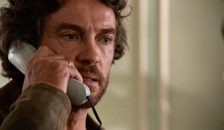 La strada di casa Fausto Morra interpretato da Alessio Boni, qui nella stagione 1 episodio 1 Credits RAI