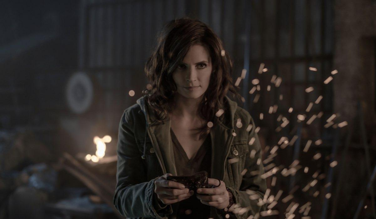 Stana Katic nei panni di Emily in una scena di Absentia 3 Credits Amazon Prime Video
