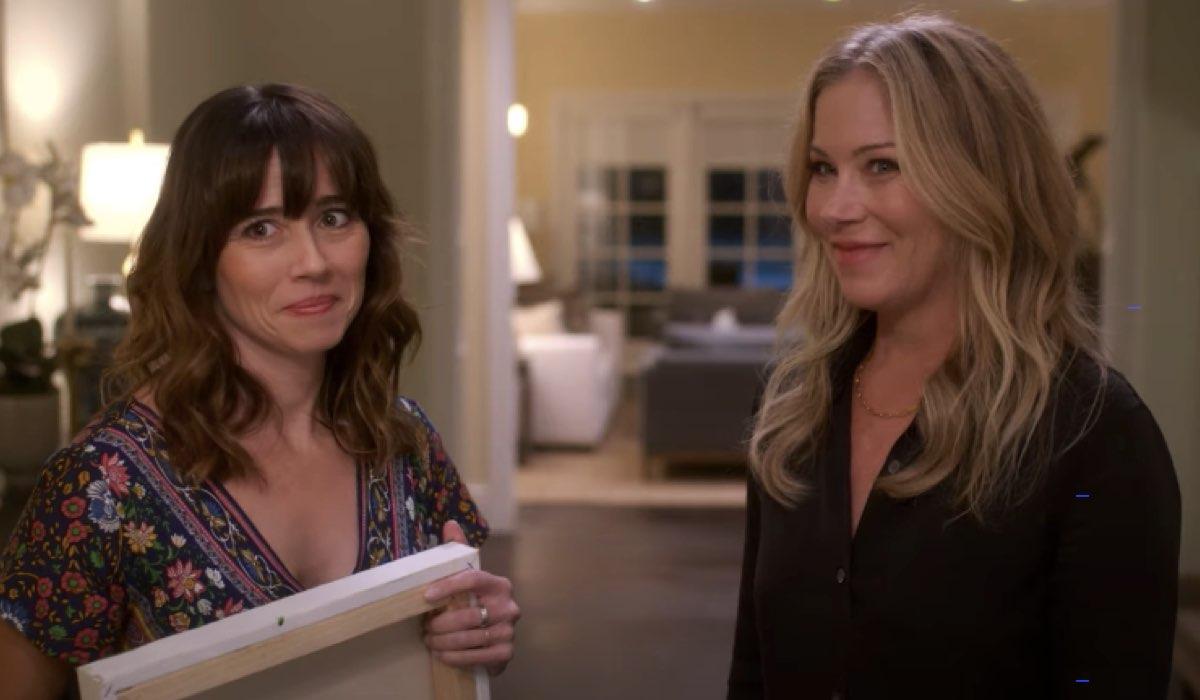 Da sinistra Linda Cardellini e Christina Applegate in Dead To Me 2. Credits Netflix