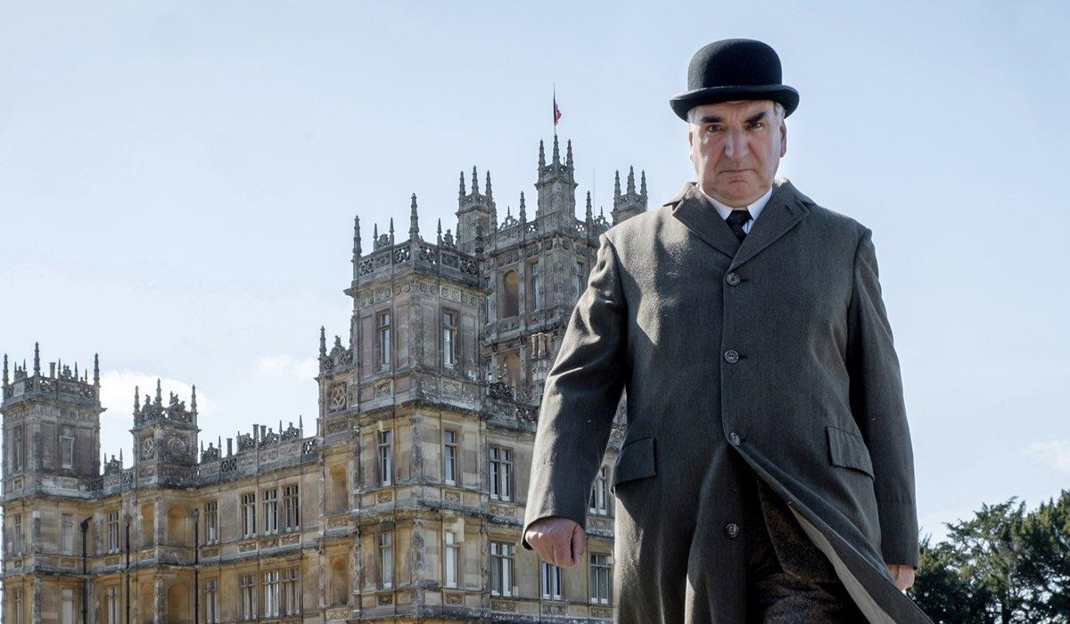 Downton Abbey film con Jim Carter che interpreta Charles Carson Credits SKY