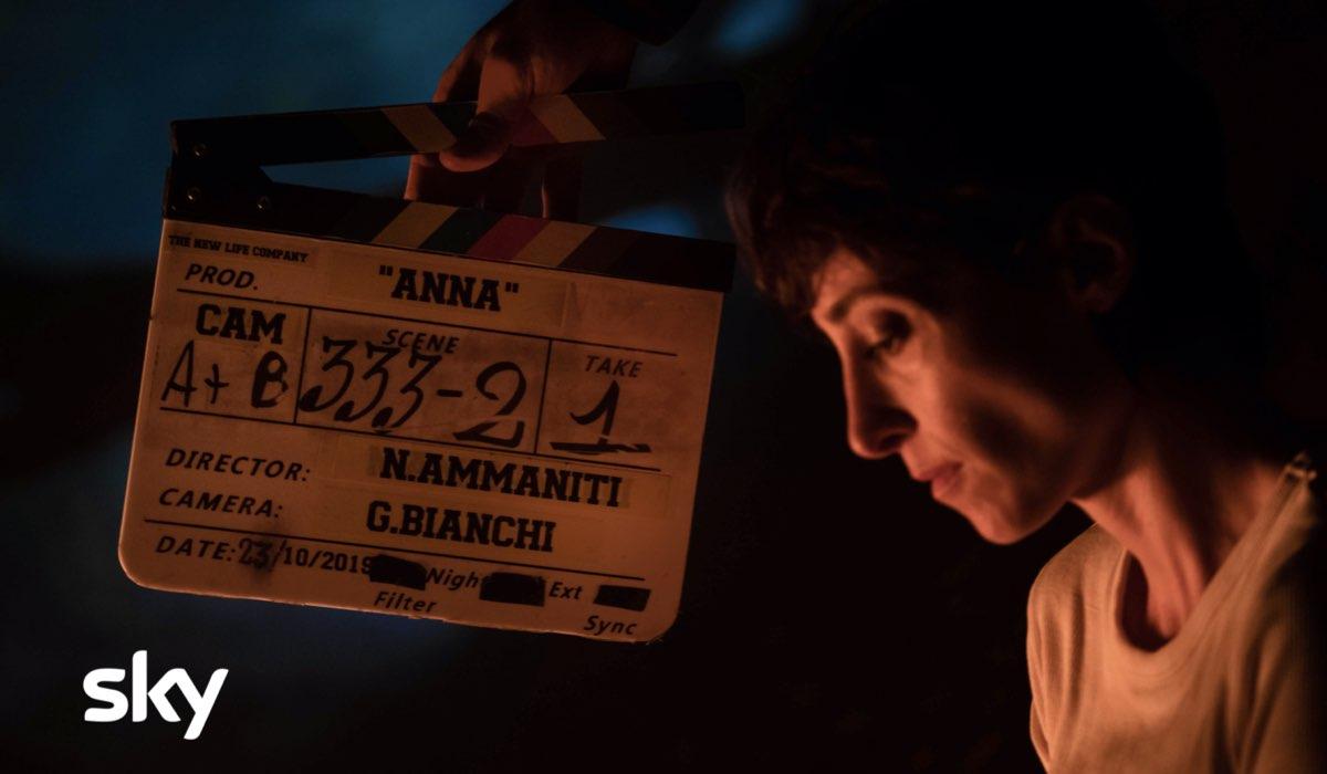 Elena Lietti sul set nei panni della madre di Anna Ph Credits Greta De Lazzaris per Sky Italia