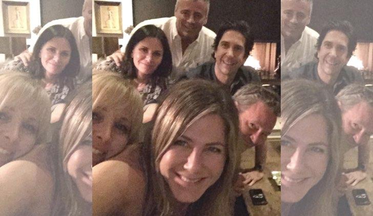 I protagonisti di Friends: da sinistra Lisa Kudrow, Courteney Cox, Jennifer Aniston, Matt LeBlanc, David Schwimmer e Matthew Perry. Credits: Jennifer Aniston/Instagram
