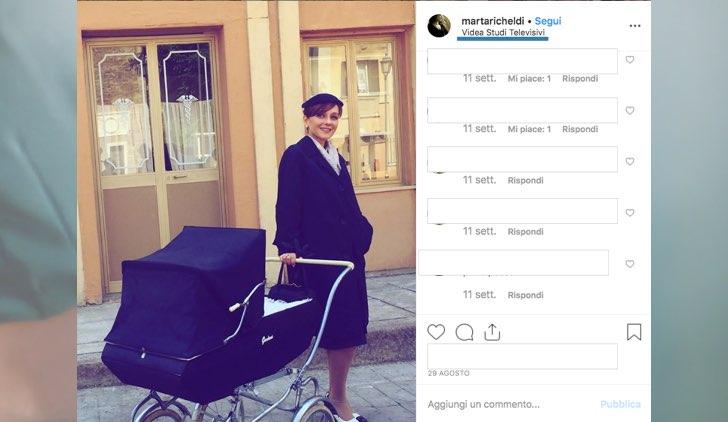 Il Paradiso delle Signore dove è girato in esterna foto pubblicata da Marta Richeldi davanti a una farmacia sul suo profilo Instagram