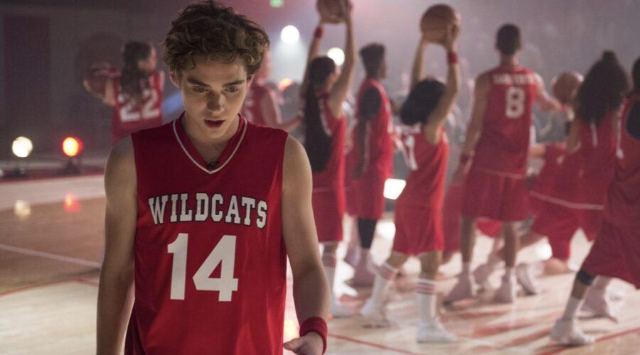 Joshua Bassett nei panni di Ricky in High School Musical The Musical The Series. Credits Disney+