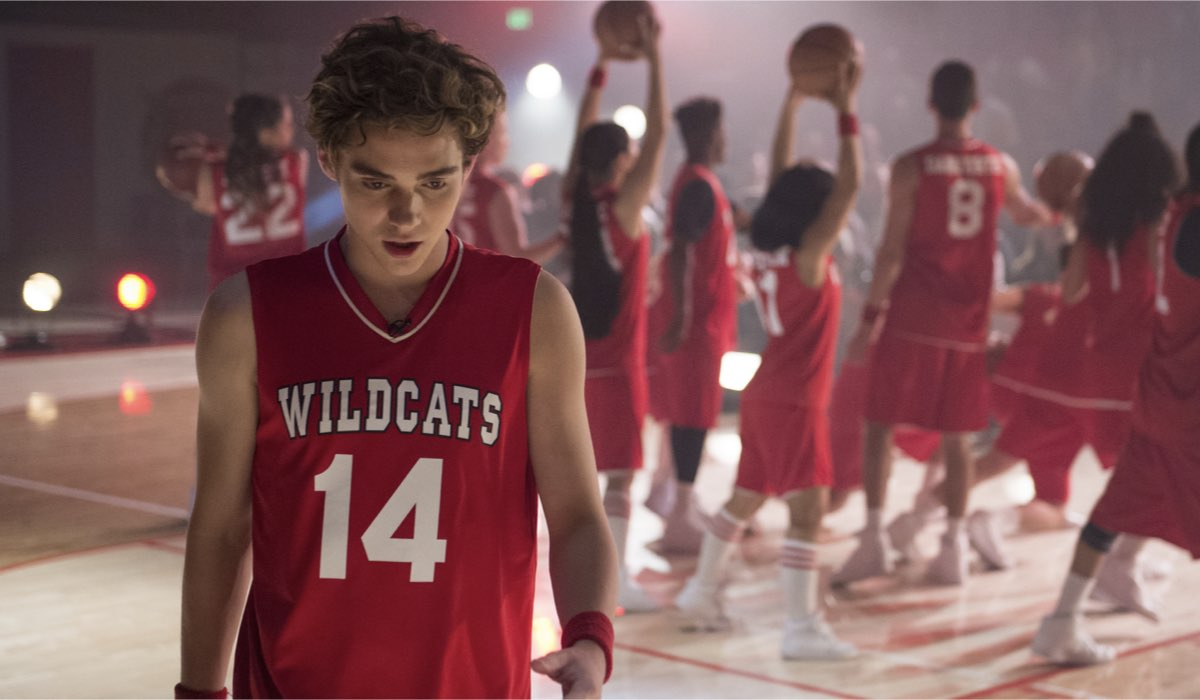 Joshua Bassett nei panni di Ricky in High School Musical The Musical The Series. Credits Disney+