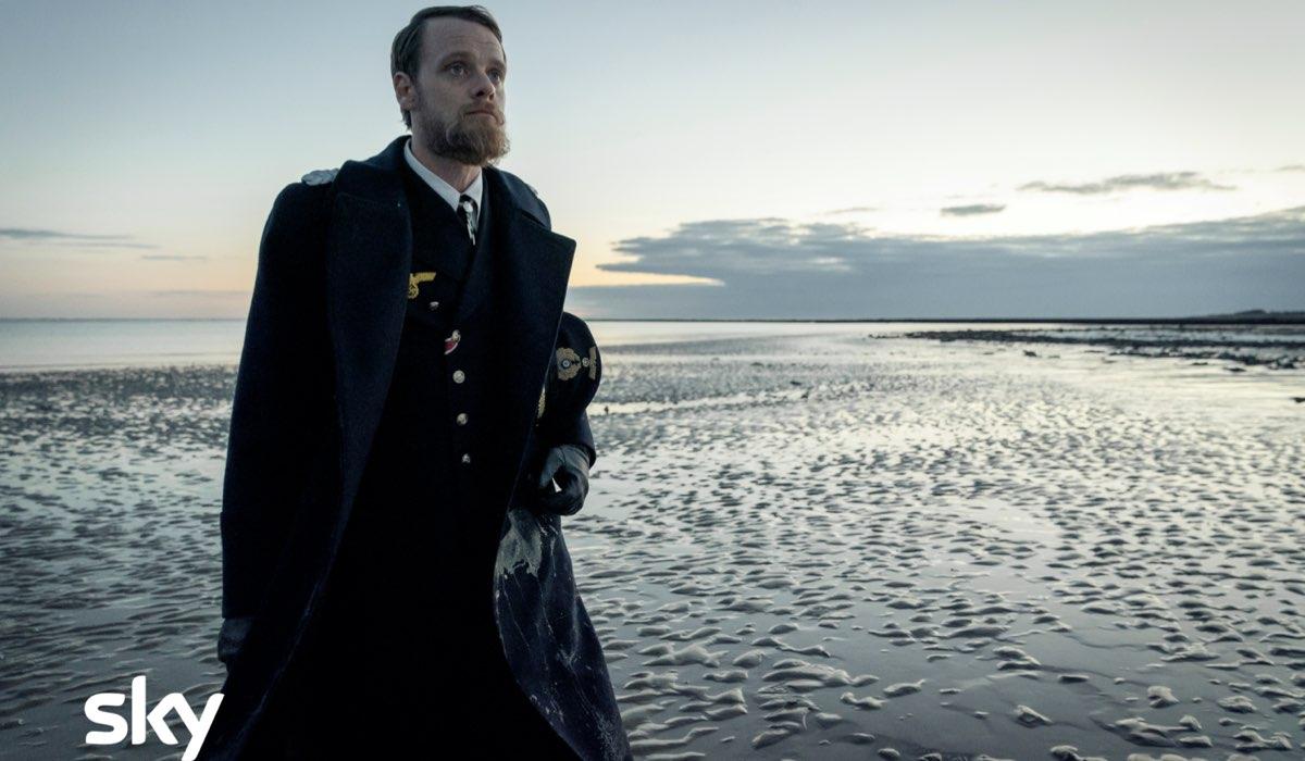 Stefan Konarske nei panni del capitano Ulrich Wrangel nella seconda stagione di Das Boot Credits Sky Italia © Stephan Rabold / Bavaria Fiction Gmbh