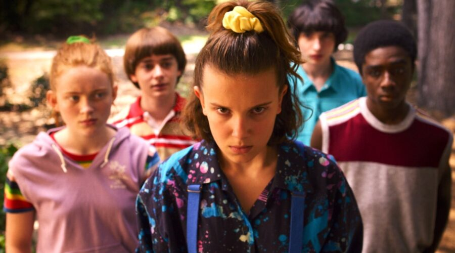 Stranger Things 3 stagione Undici interpretata da Millie Bobbie Brown e i suoi amici Credits Netflix