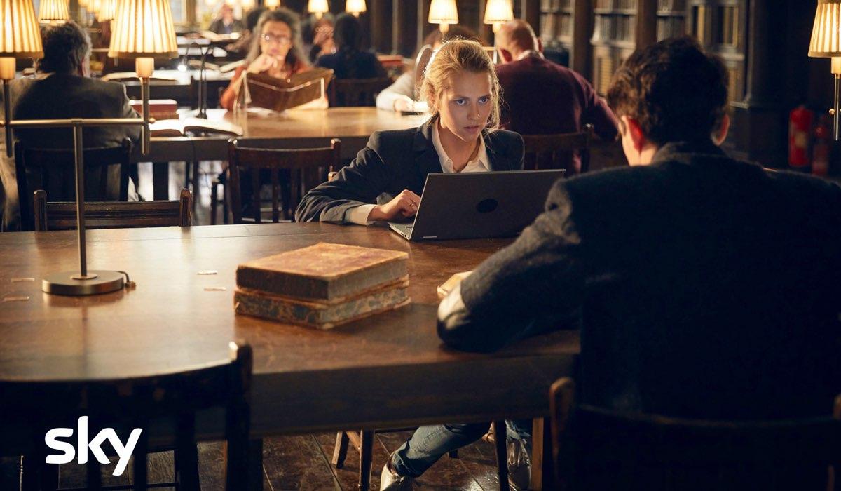 A Discovery of Witches stagione 1 con Teresa Palmer e Matthew Goode che interpretano Diana e Matthew Credits SKY