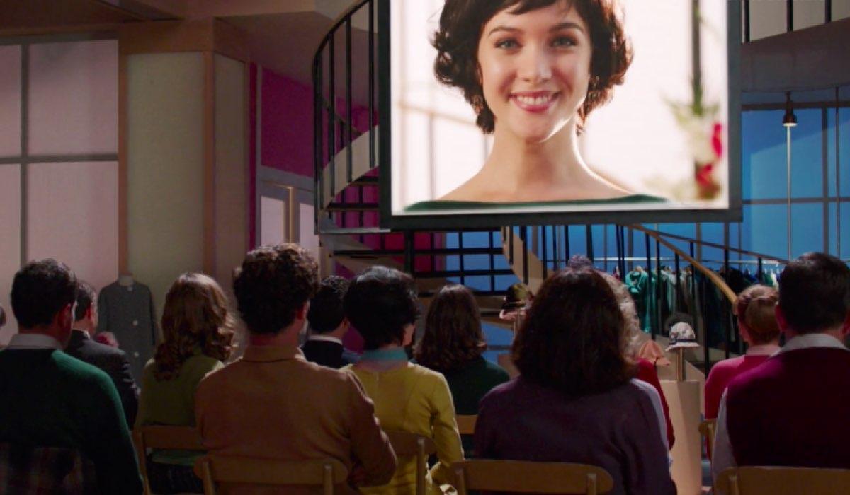 Il Paradiso delle Signore 4 Marina sullo schermo quando proiettano il Carosello nella puntata 30 Credits RAI