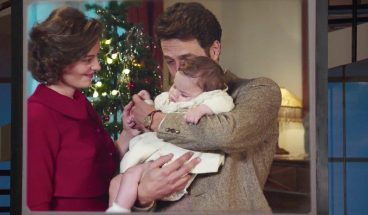 Il Paradiso delle Signore 4 Nicoletta con Cesare e Margherita nel Carosello in una scena di Natale Credits RAI