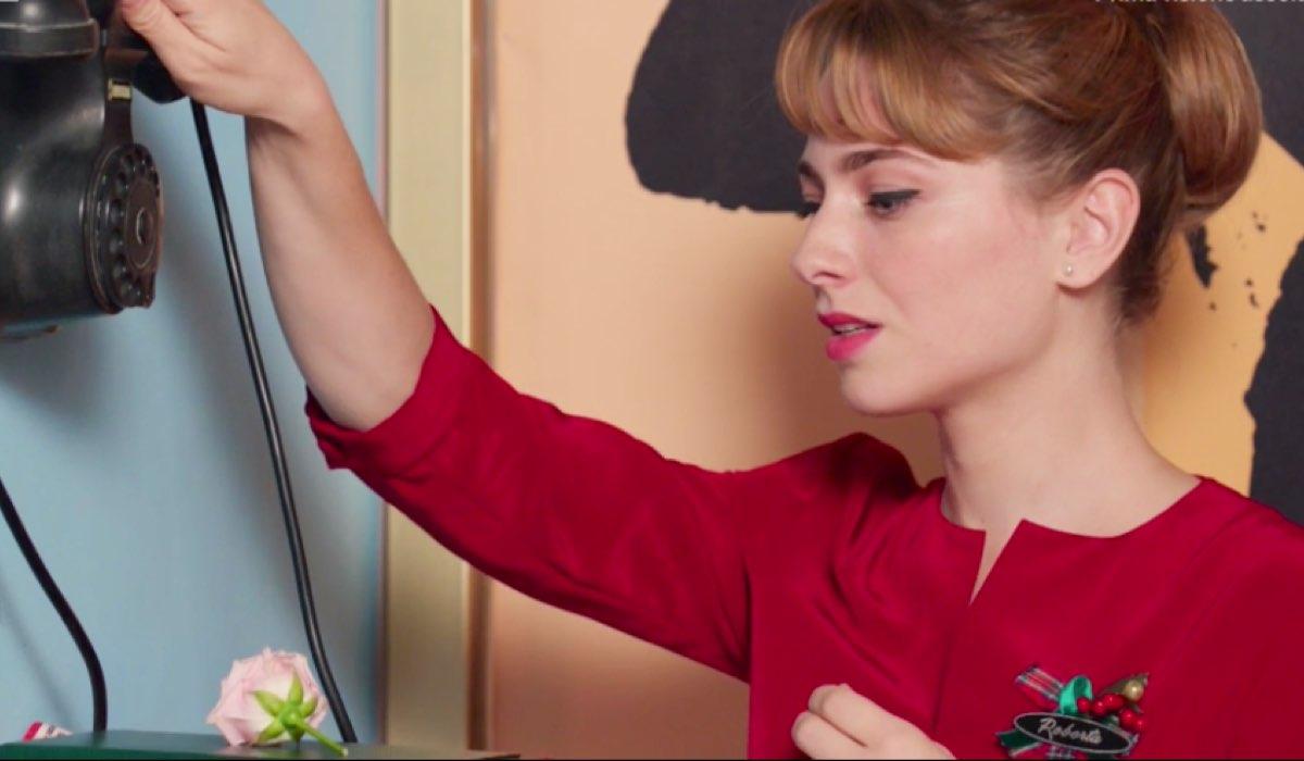 Il Paradiso delle Signore 4 Roberta tra il telefono e il fiore, tra Federico e Marcello nella puntata 50 Credits RAI