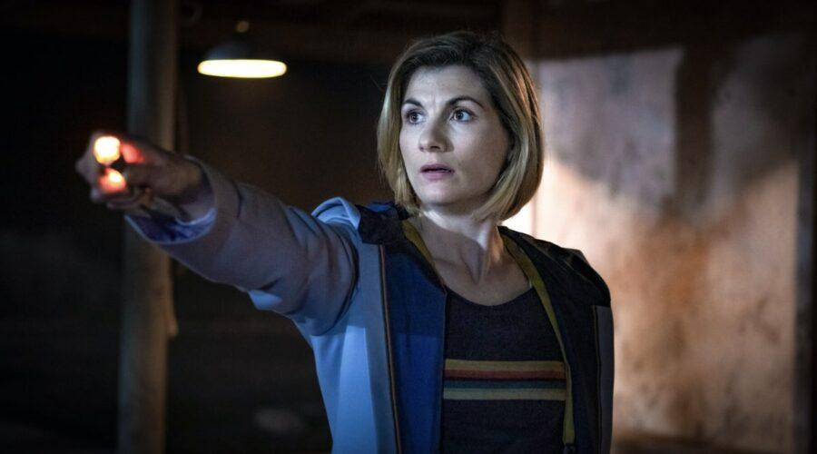 Jodie Whittaker nei panni del Dottore in una scena di Doctor Who 12. Credits Rai 4 e BBC