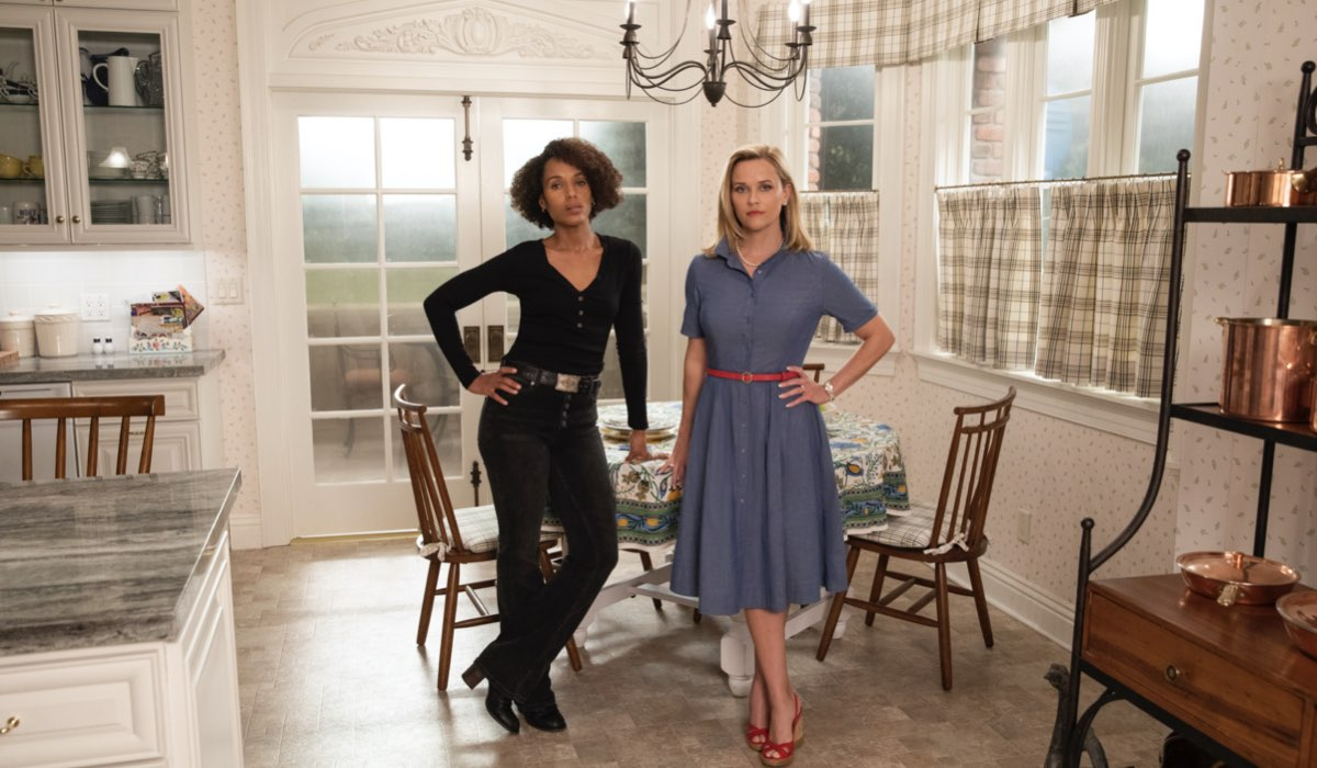 Kerry Washington e Reese Witherspoon in Little Fires Everywhere. Credits Amazon Prime Video