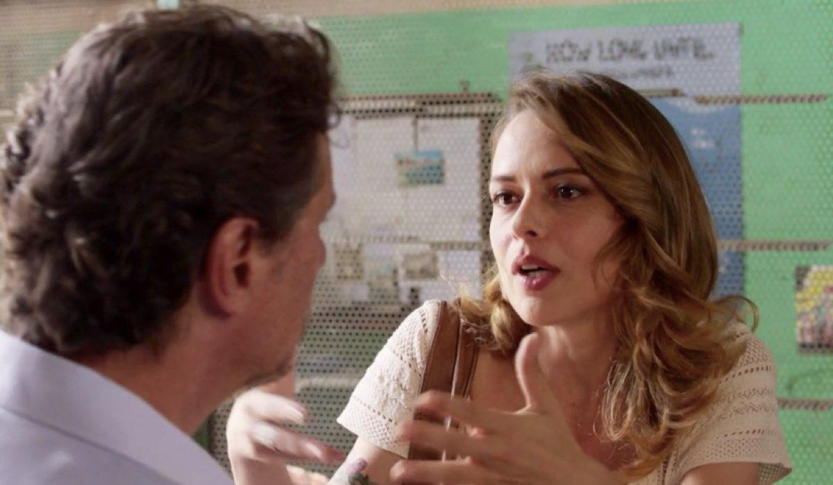 Liberi tutti Michele interpretato da Giorgio Tirabassi in una scena nel primo episodio Ma bevete anche l acqua piovana Credits RAI