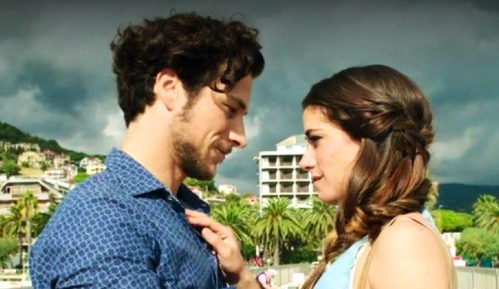 Paolo Bernardini è Francesco Ricci, qui con Giulia Michelini interprete di Rosy in Rosy Abate - La Serie Credits Mediaset