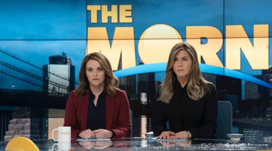 Da sinistra: Reese Witherspoon e Jennifer Aniston nel decimo episodio di The Morning Show. Credits: foto per gentile concessione di Apple.
