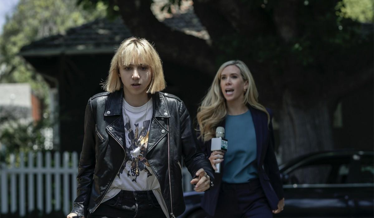 """Da sinistra: Zoe Kazan nel ruolo di Pia Brewer e Kate Lister nella parte di Jeannine Murphy una scena di """"Clickbait"""". Credits: Ben King/Netflix."""