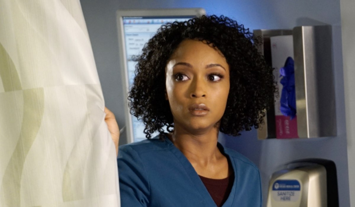 Chicago Med 4 episodio 19, qui YAYA DACOSTA interpreta APRIL Credits Universal e Mediaset