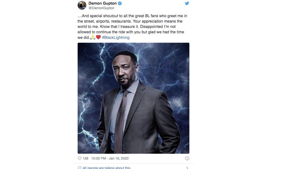 Damon Gupton saluta i fan di Black Lightning serie tv. Screenshot di un tweet del 19 gennaio 2020 dall'account Twitter ufficiale dell'attore