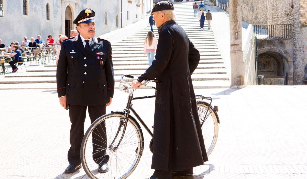 Don Matteo 12 stagione con Nino Frassica e Terence Hill Credits RAI e Ph. Luisa Cosentino