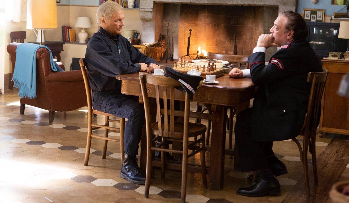 Don Matteo 12 stagione con Terence Hill nei panni di Don Matteo e Nino Frassica nei panni di Cecchini Credits RAI e Ph. Luisa Cosentino