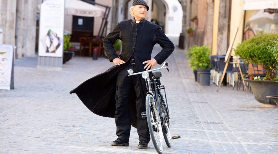 Don Matteo 12 stagione su Rai Uno dal 9 gennaio 2020, qui Terence Hill nei panni del protagonista Credits RAI e Ph. Luisa Cosentino