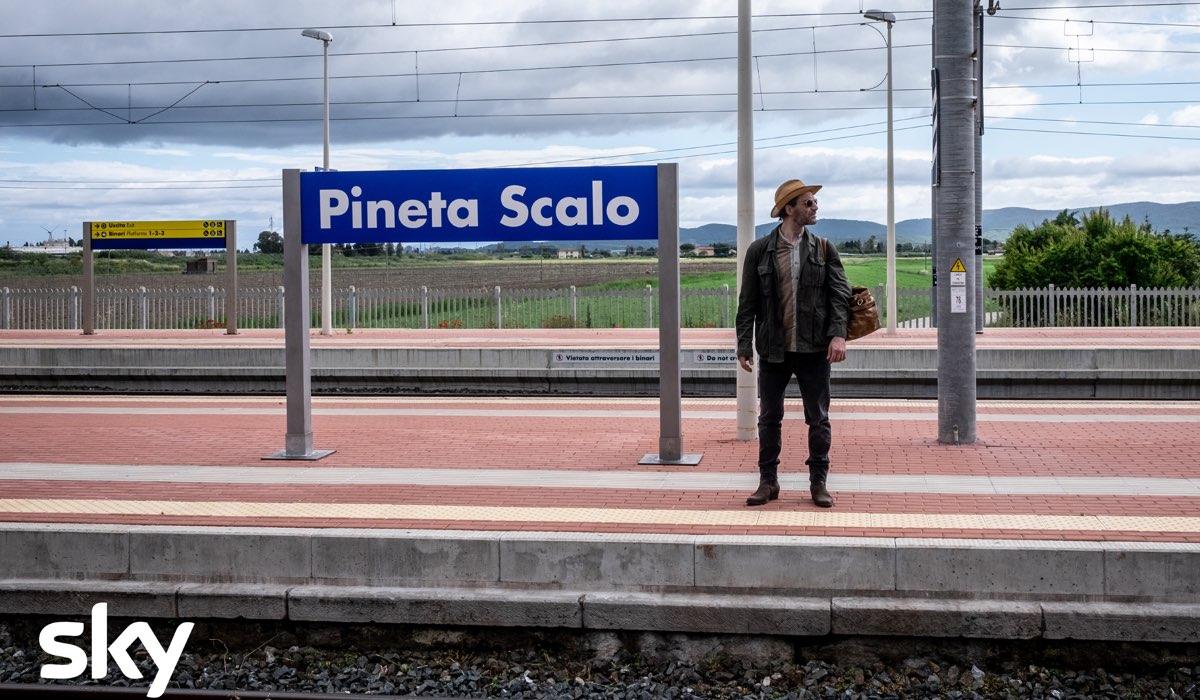 I Delitti del BarLume 7 ambientato a Pineta photocredit Sky e Antonello&Montesi