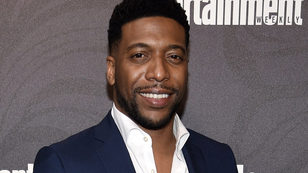 Jocko Sims of New Amsterdam attends Entertainment Weekly & PEOPLE New York Upfronts Credits Dimitrios Kambouris e Getty Images