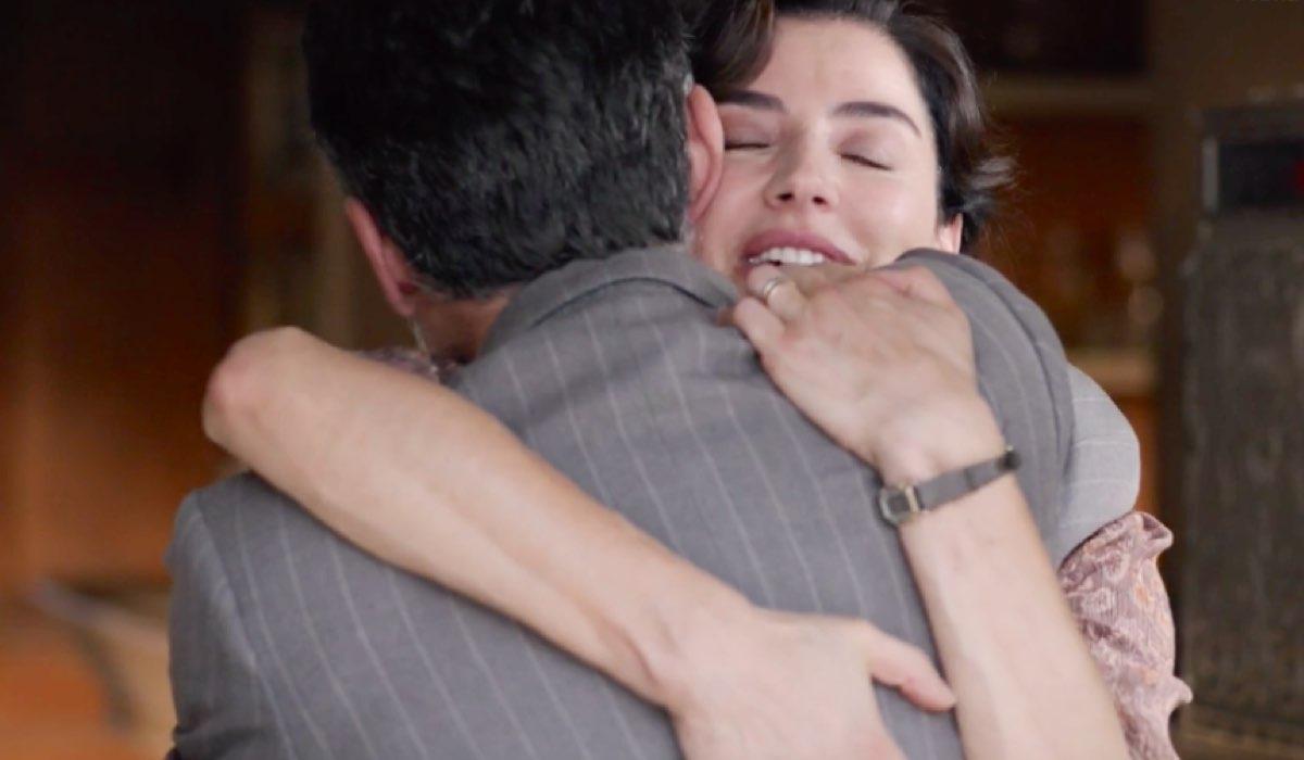 La vita promessa 2 Carmela Carrizzo interpretata da Luisa Ranieri in un abbraccio nel promo della stagione Credits RAI