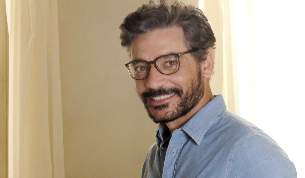Luce dei tuoi occhi Giuseppe Zeno interpreta Enrico Credits Mediaset e Banijay Rights